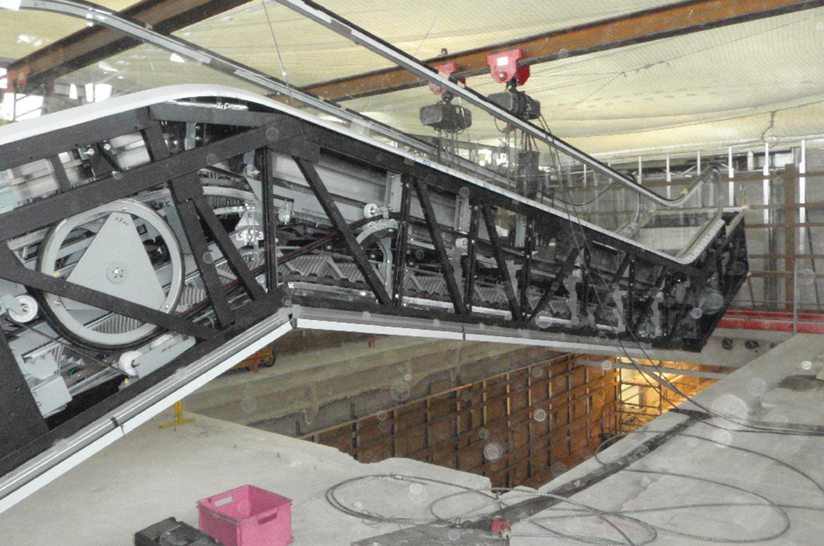 Les défis de la pose des escaliers mécaniques